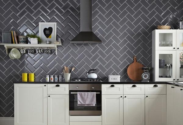 Gạch ốp tường màu đen cho phòng bếp 1